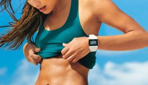 woman with toned stomach from good diet and exercise
